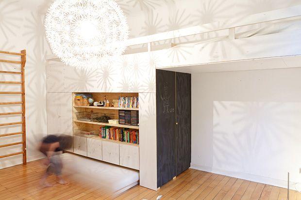 Etagenbett Eingebaut : Hochbett stauraum link gibt den blick auf die versteckte treppe