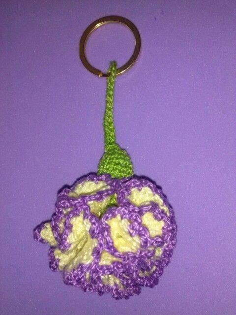 Llavero de clavel a crochet