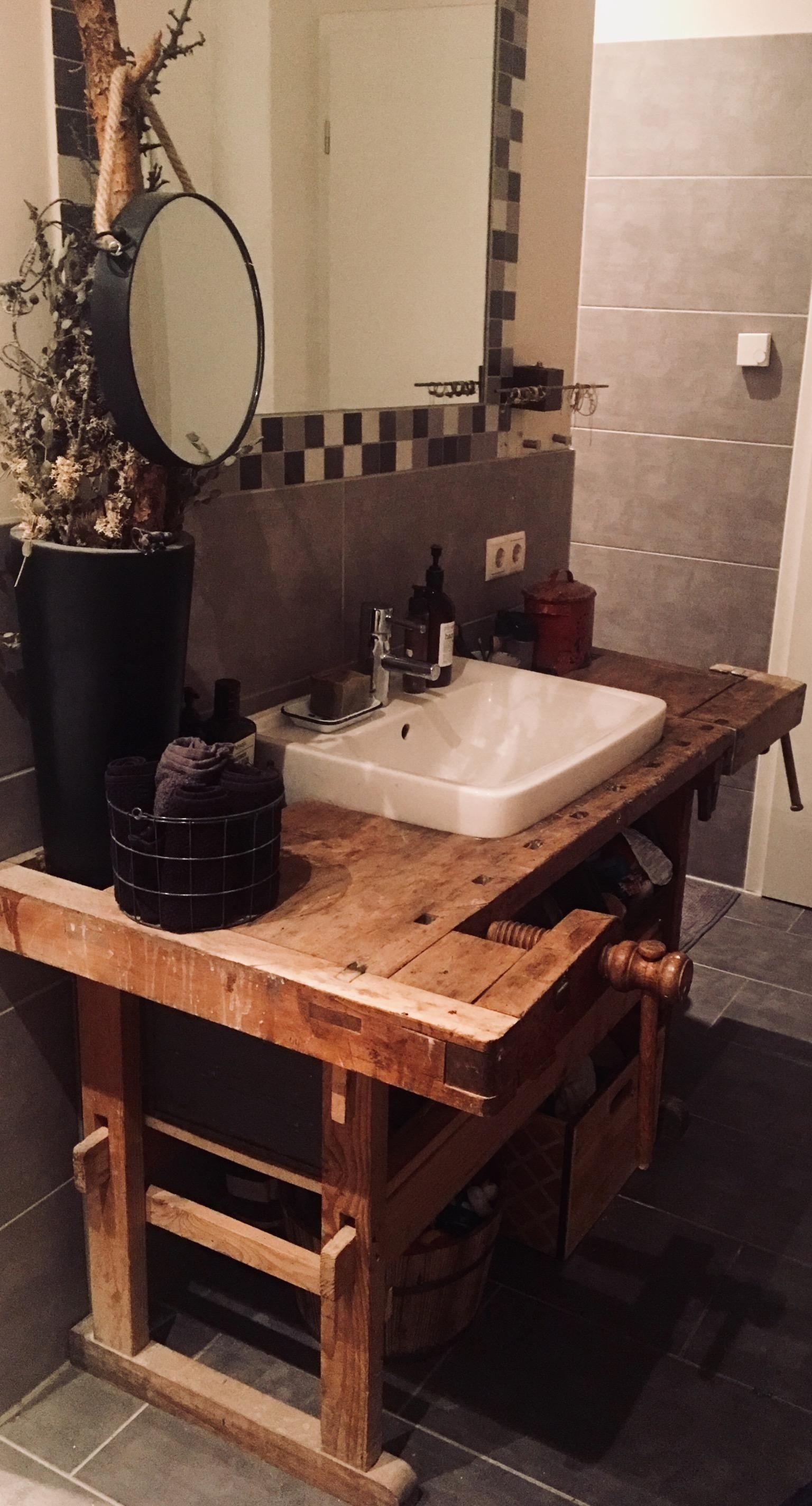 Diy Hobelbank Waschtisch Lieblingsstuck Im Bad Bathroom Makeover House Bathroom Wood Design