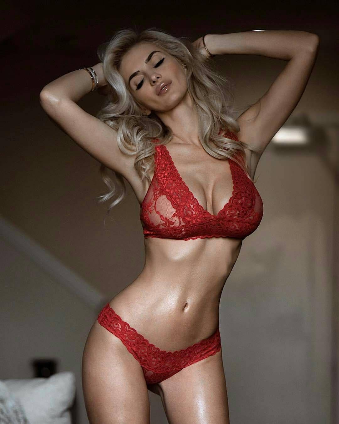 Model @leannabartlett - Red velvet Photo @dreamstatelive @yandy ...