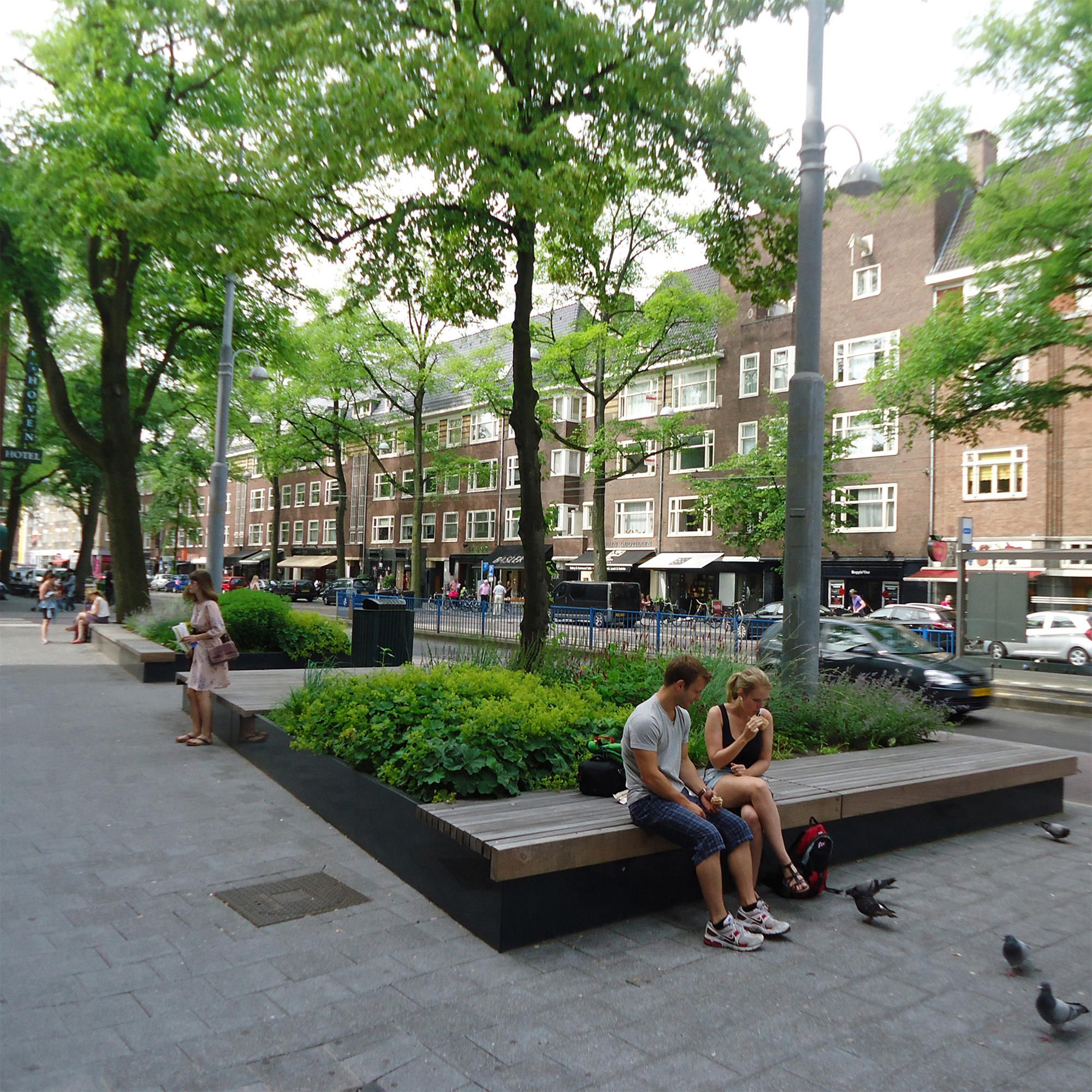 55 Small Urban Garden Design Ideas And Pictures: SOLID LONG GREEN BENCHES