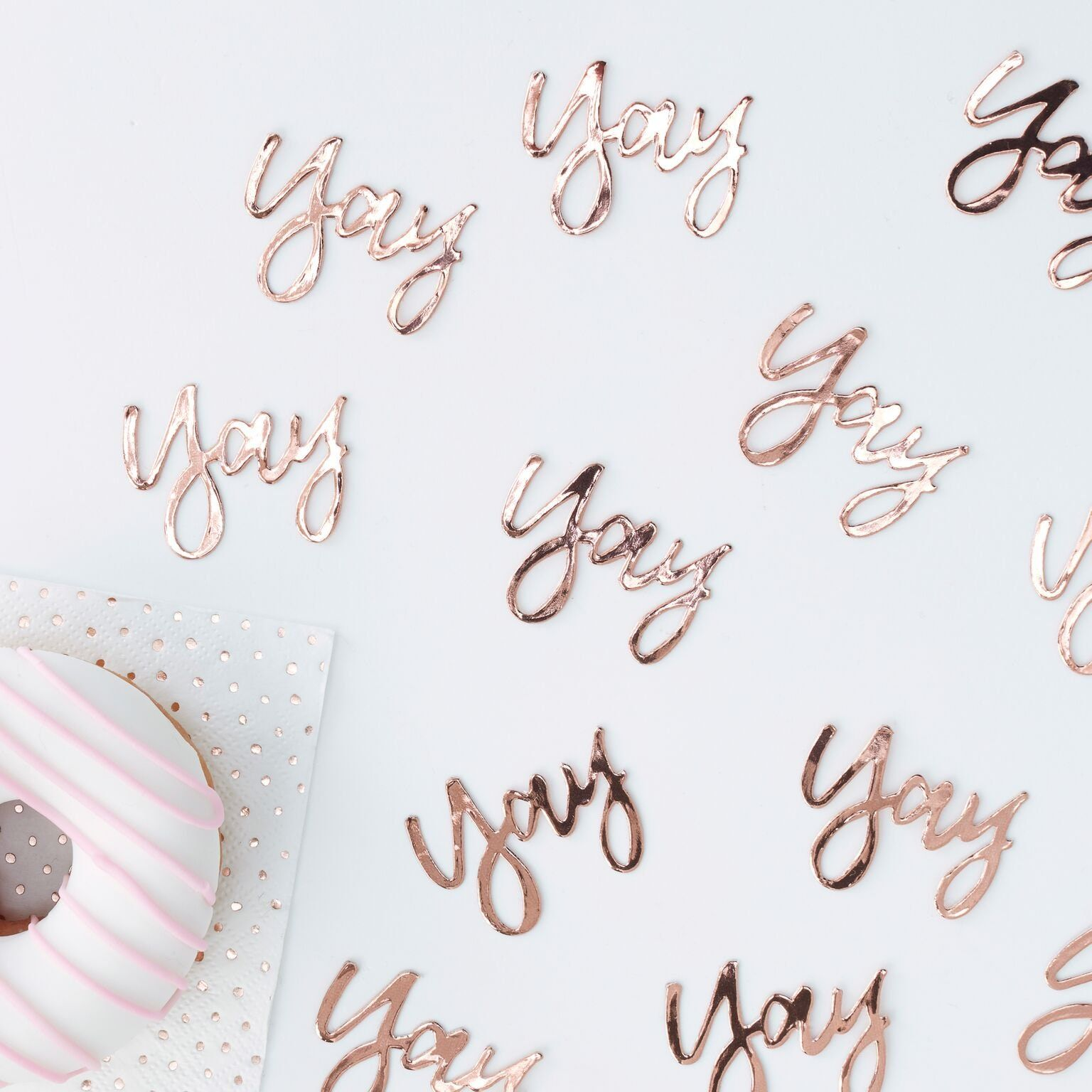 Rose Gold Plates These stylish rose gold plates are perfect for birthdays or any special celebrations! Mix and match to create the perfect party setup. The rose gold design can be used for all occasions and sure to be loved by everyone. The rose foiling will shine bright around your room. Mix with the rest of our Pick & Mix range for a perfect party set up. Each pack includes 8 paper plates. Each plate measures: 25cm (Diameter). Combined shipping available, please contact me for details.