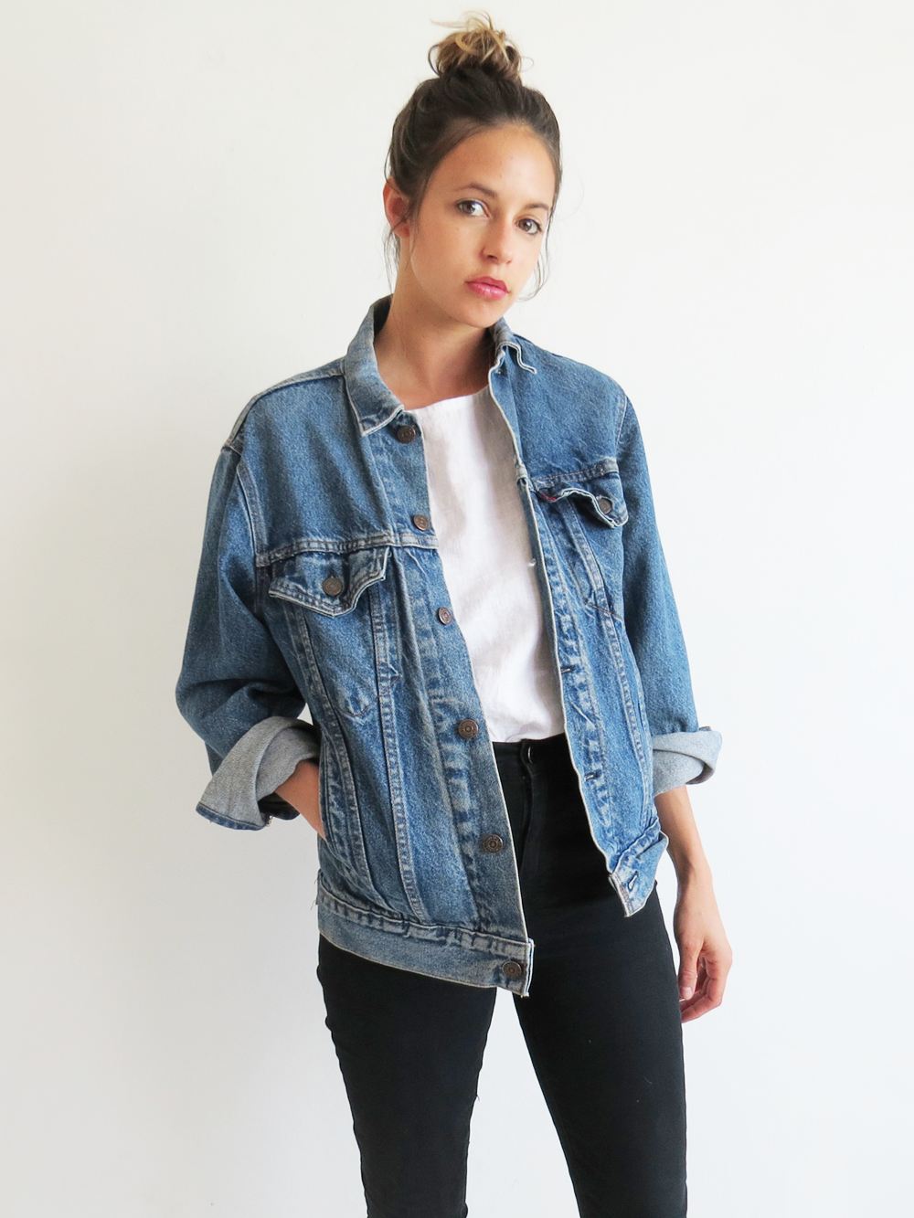 How To Wear A Denim Jacket In Spring 50 Outfits You Can Copy Page 34 Of 95 Larisoltd Com Vintage Clothes Women Fashion Clothes