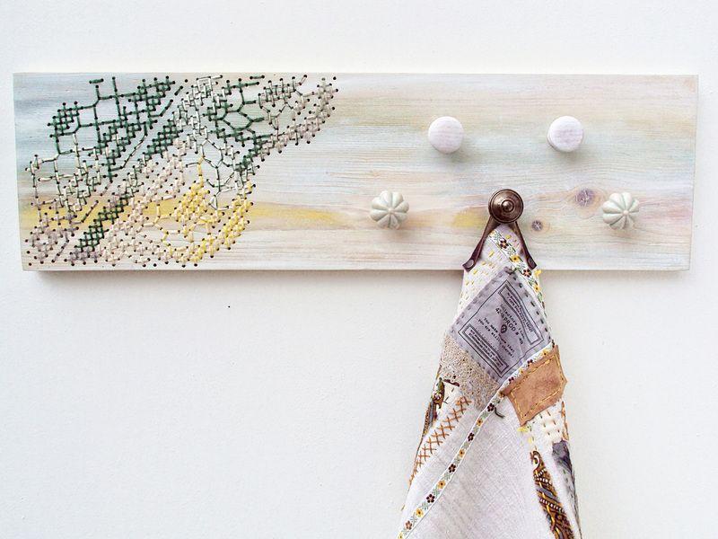 Houten Wandplank met kruissteek  van  • Furniture • Home Decor • DIY Kits • op DaWanda.com