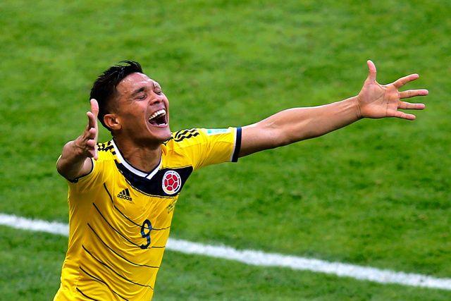 後半13分、ゴールを決めたコロンビアのグティエレスは両手を広げて喜ぶ=ロイター