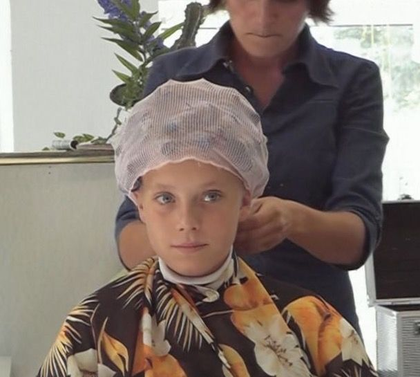 mom puts curlers in boys hair what a good little boy u r going to look so pretty my boy