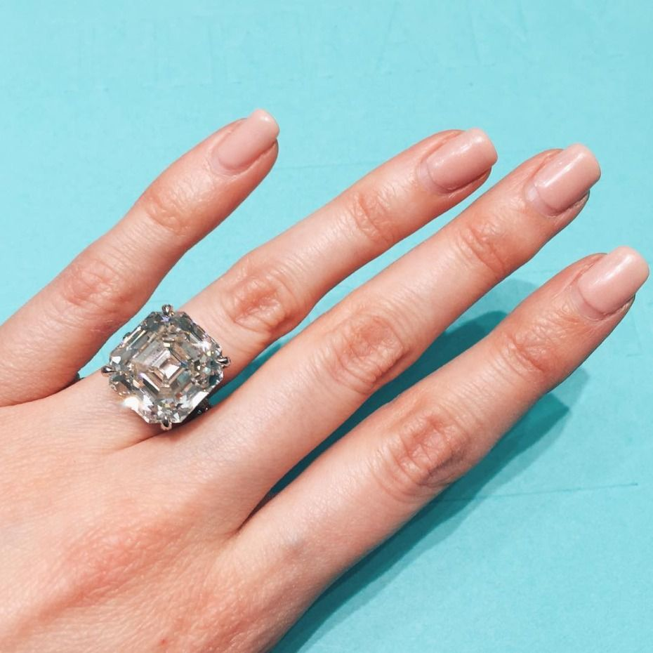 is carat ring engagement her chris giant hilton and diamond paris zylka engaged to pin rings