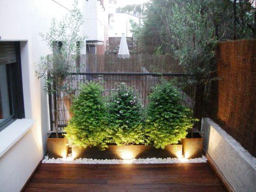 Maceteros con piedras blancas jardines pinterest for Como decorar un patio con piedras