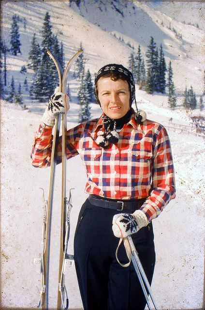 Great vintage navy, white and red ski wear, c.1940s. #vintage #1940s #winter #skiing #fashion