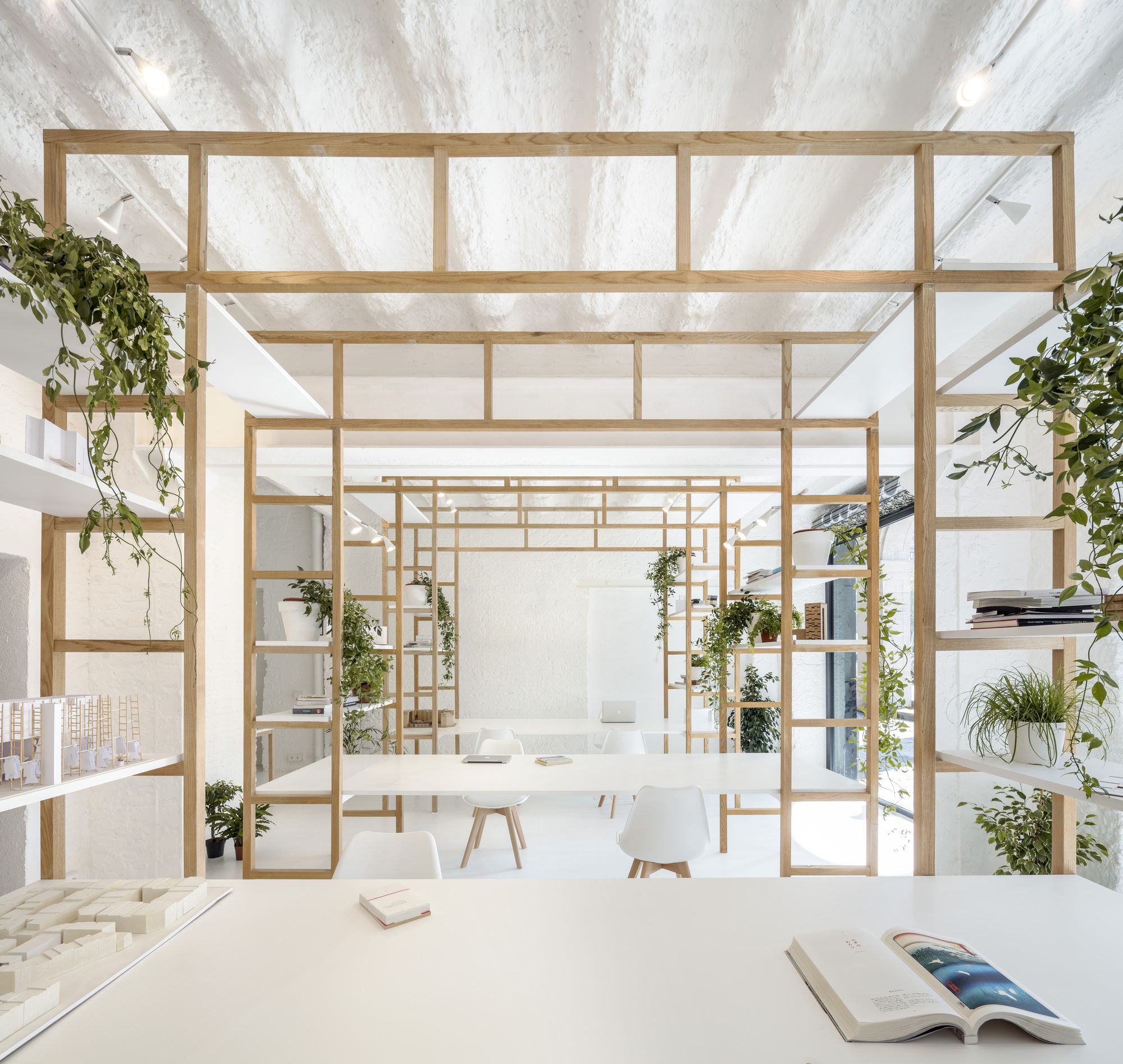Office of Multidisciplinary Design / Roman Izquierdo Bouldstridge #officedesign