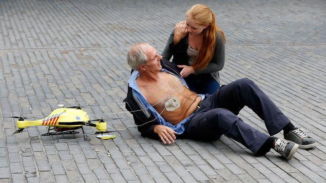 Presentan el primer drone que funcionará como Ambulancia. DETALLES: http://www.audienciaelectronica.net/2014/10/29/presentan-el-primer-drone-que-funcionara-como-ambulancia/