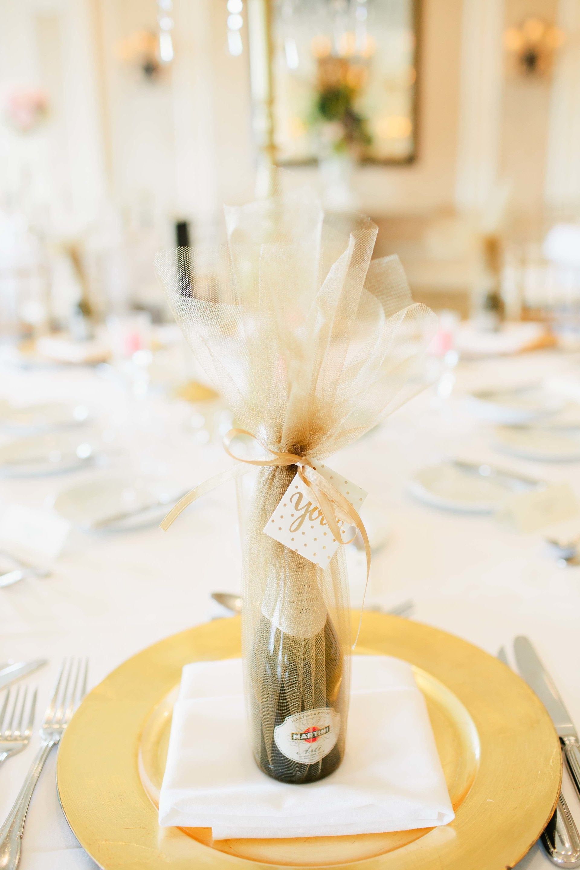Wedding favor, champagne bottles, personal bottles, gold wrapping ...