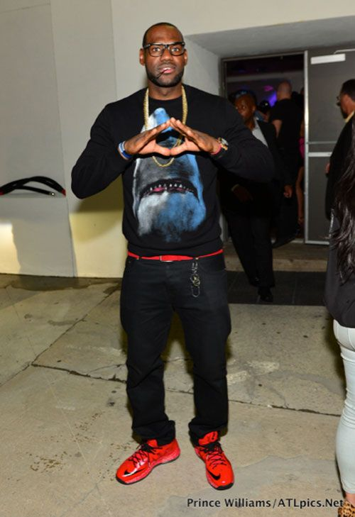 the best attitude 19fbf abdea LeBron James also decided to rocked the Red Black LeBron 10 previewed