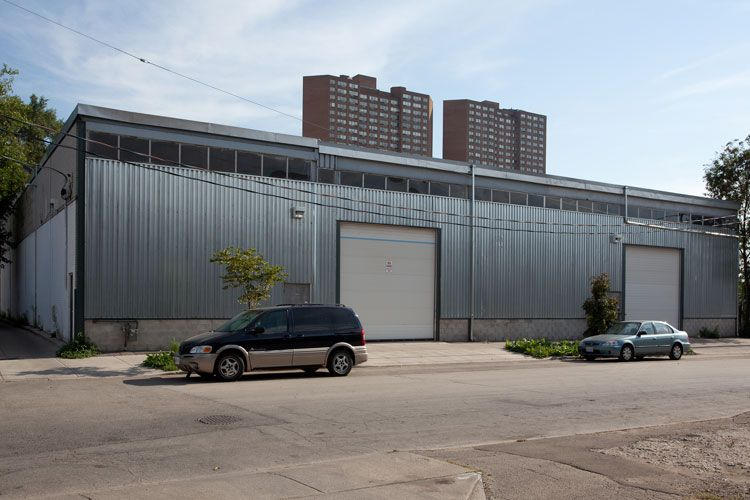 Modern Metal Warehouse New Art Gallery In The City Follows The Traditions Of Modern