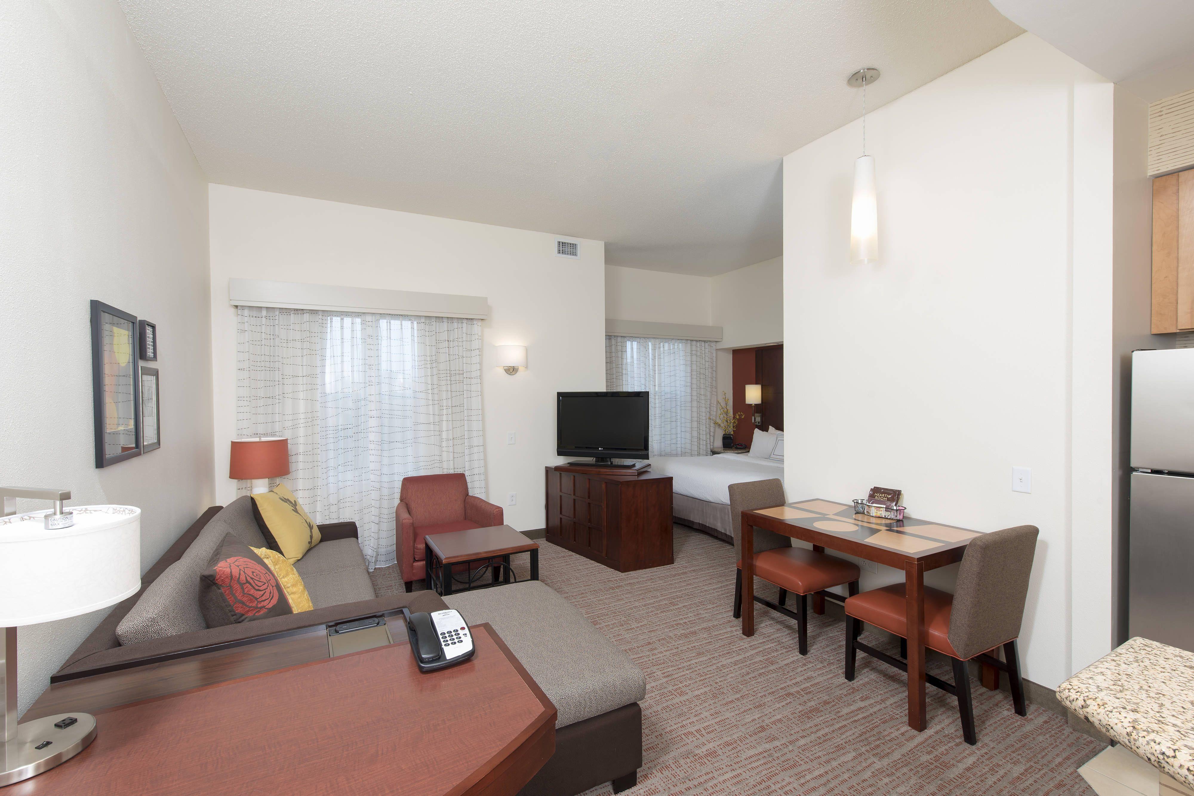Residence Inn Moline Quad Cities Studio Suite Guestroom Guest