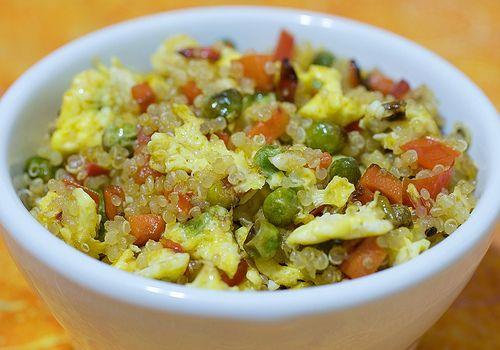 Quinoa Scramble Recipe. Penser à avoir certains ingrédiens cuits en réserve au congélo...