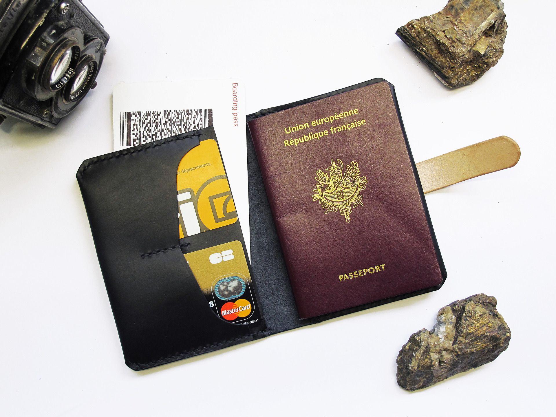 etuis passeport en cuir noir portefeuille voyage homme femme porte monnaie portefeuilles. Black Bedroom Furniture Sets. Home Design Ideas