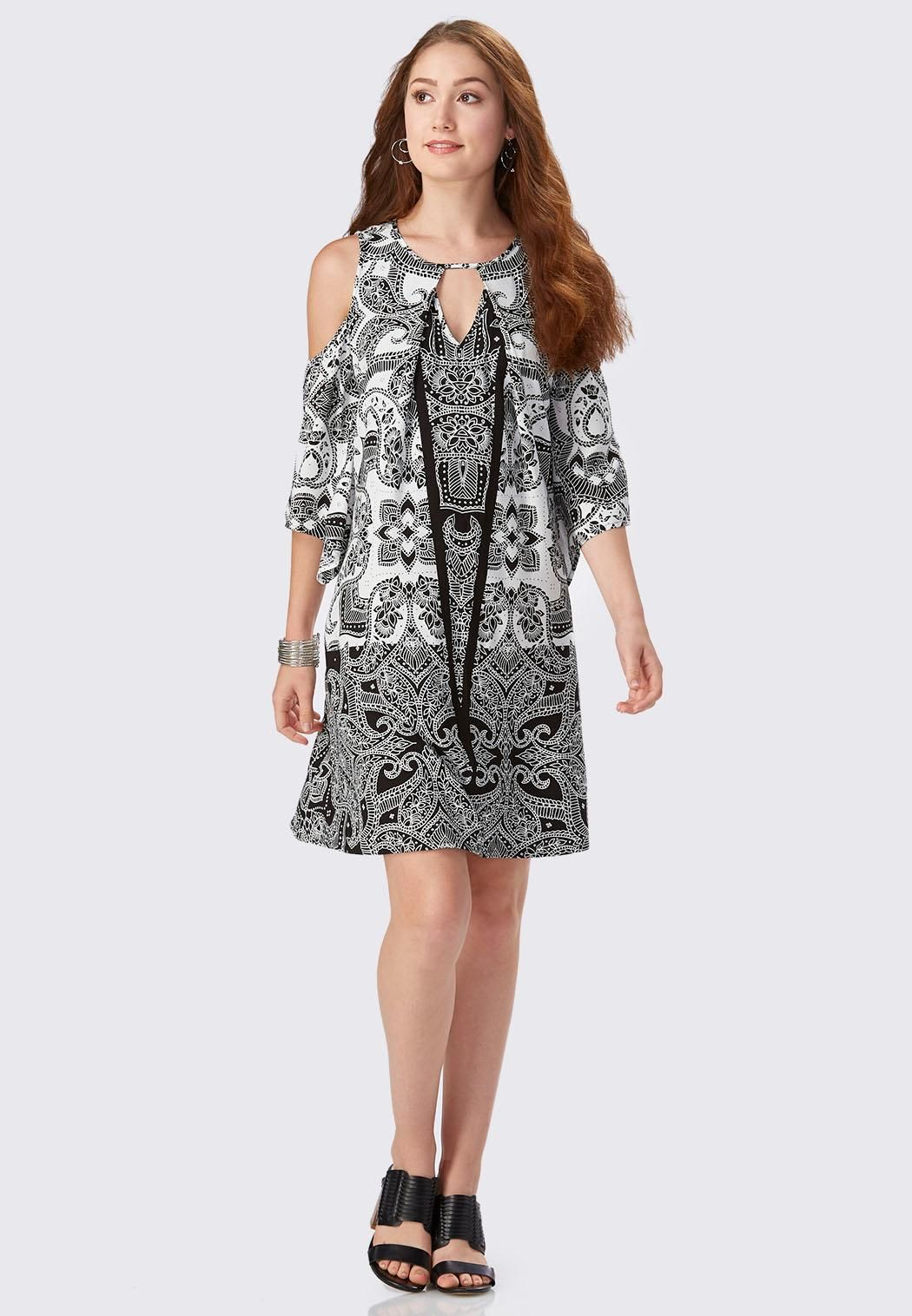 5e3a371e09 Swing in to your  summer weekend with this black and white  floral  paisley  print swing dress
