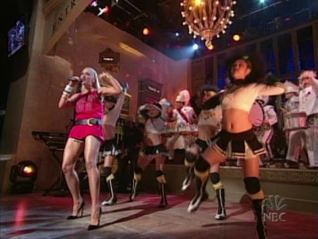 Gwenstefanihollabackgirlliveatsnl07ts9g gwen stefani gwen stefani hollaback girl live at snl video caps great legs 17 of 23 sciox Images