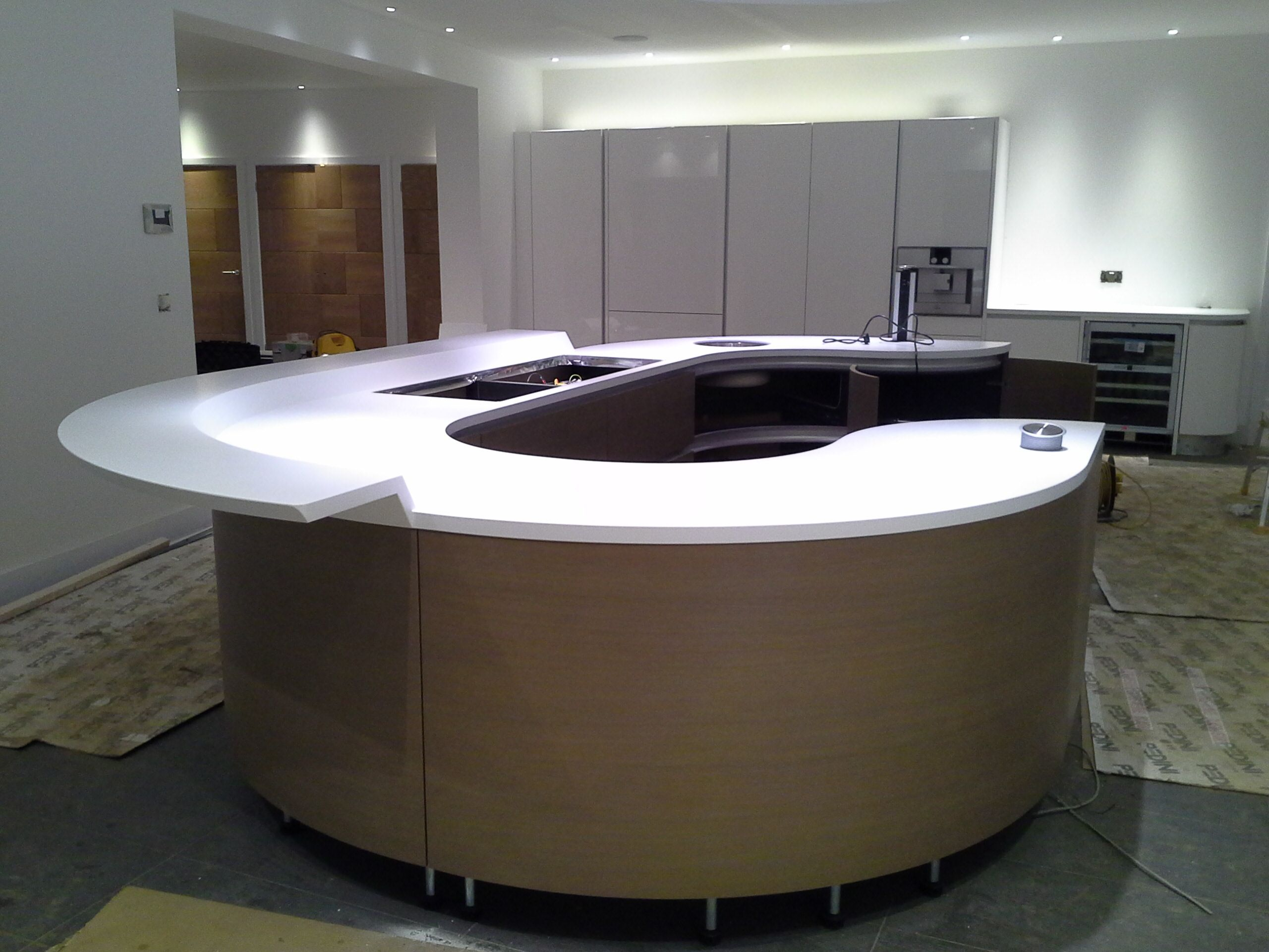designer white corian flying breakfast bar on curved. Black Bedroom Furniture Sets. Home Design Ideas