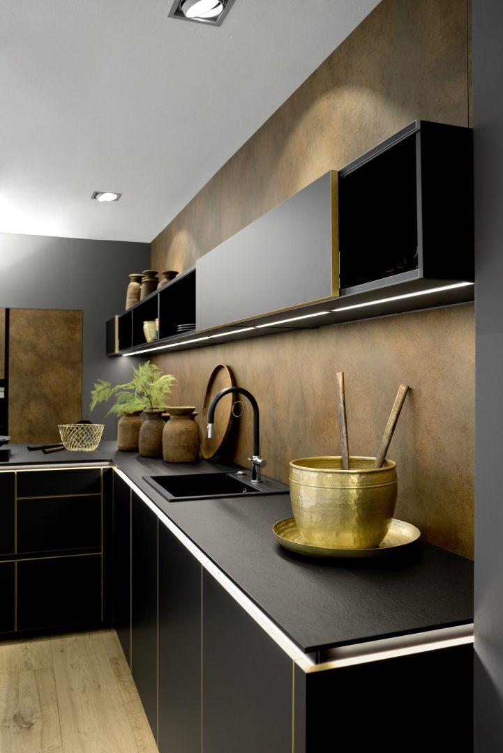 Czarny Matowy Lakier I Zlote Krawedzie Frontow Wysmakowane Polaczenie Rustic Kitchen Cabinets Copper Kitchen Decor Kitchen