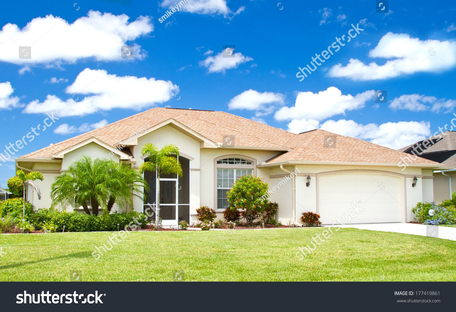 Stucco Homes With Palm Trees Typical Southwest Florida Concrete Block Stucco Stock San Diego Real Estate Stucco Homes Real Estate