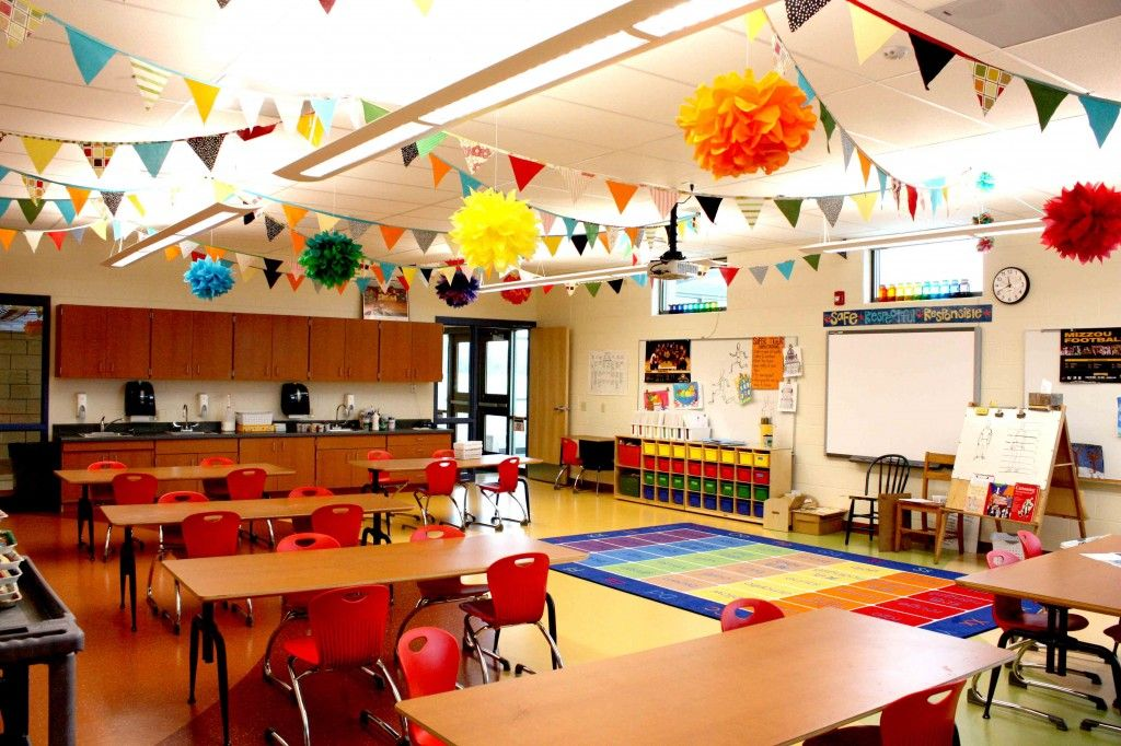 what a beautiful kids' art classroom