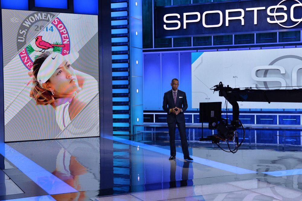 Espn Debuts Futuristic Sportscenter Set And Revamped Ticker Espn Sportscenter Sports Bar
