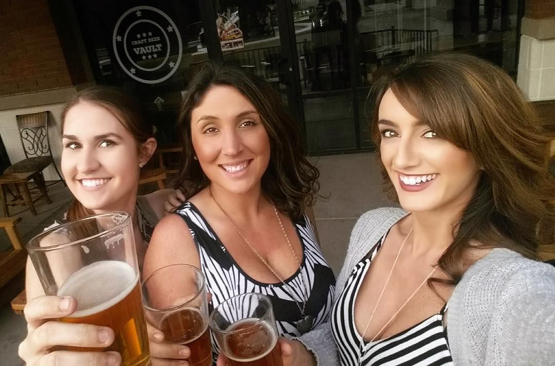 @kelsey_tetrault: Celebrating Sac Beer Week yesterday with my besties! #SBW2016 #sacbeerweek #sacramentobeerweek #craftbeer #beergeek #craftbeergirls #beerdrinkingselfie #beerselfie #craftbeervault @mommymontgomery @sacramentobeerweek