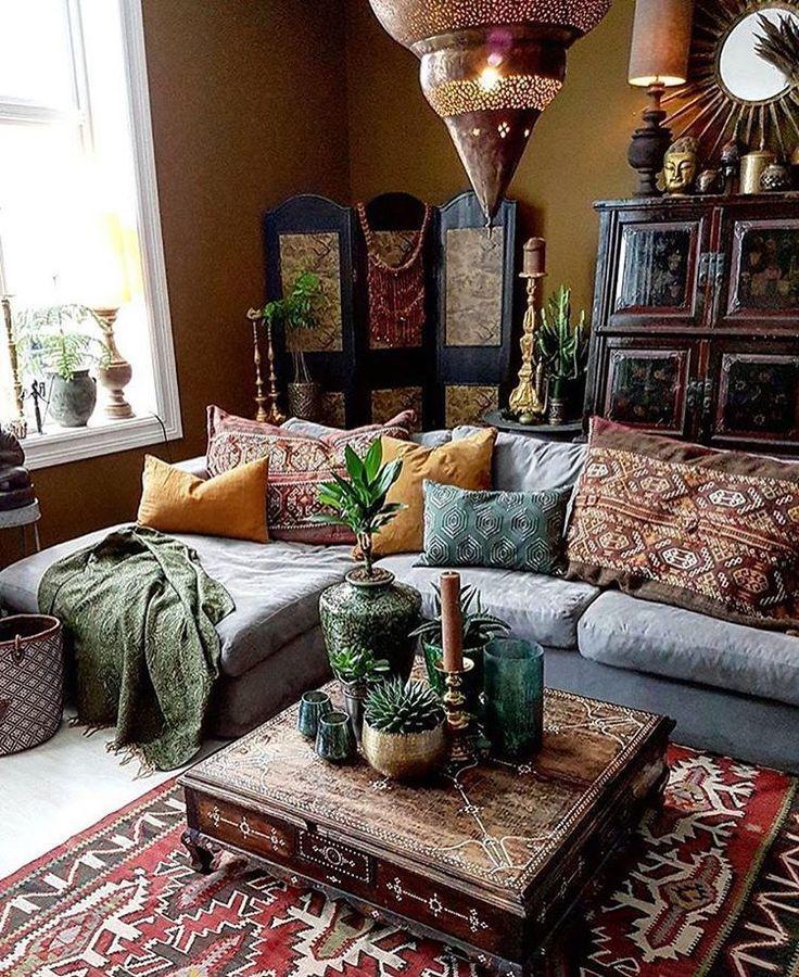 This bohemian space is amazing! Credit @frizzyninja decor