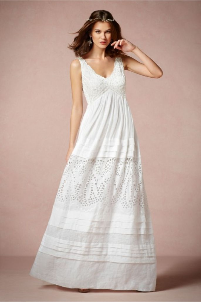 vestido de novia en color blanco con tirantes gruesos, escote en v y