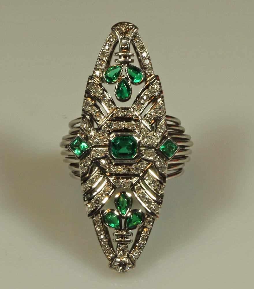 Ring, Platin, 1 Smaragd ca. 0.30 ct., Smaragdschliff, 6 Smaragde zus ...