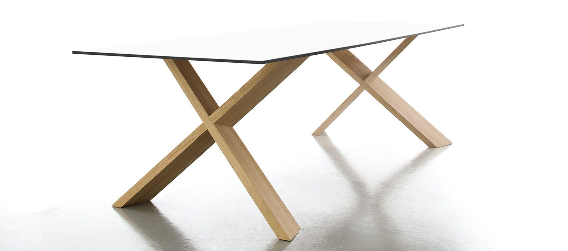 Conmoto   X   MAN Tisch