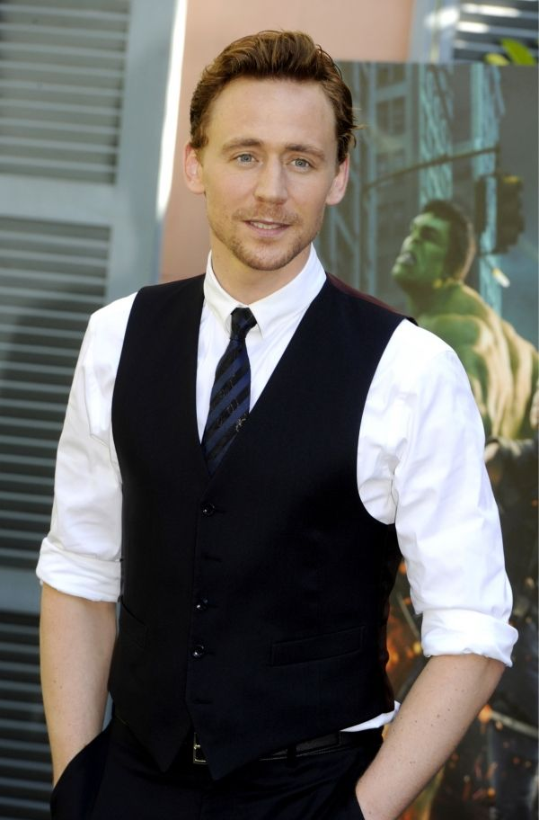 LookPulled HiddlestonWith Rolled By Tom This Off Sleeves And The wkZiPTOXu