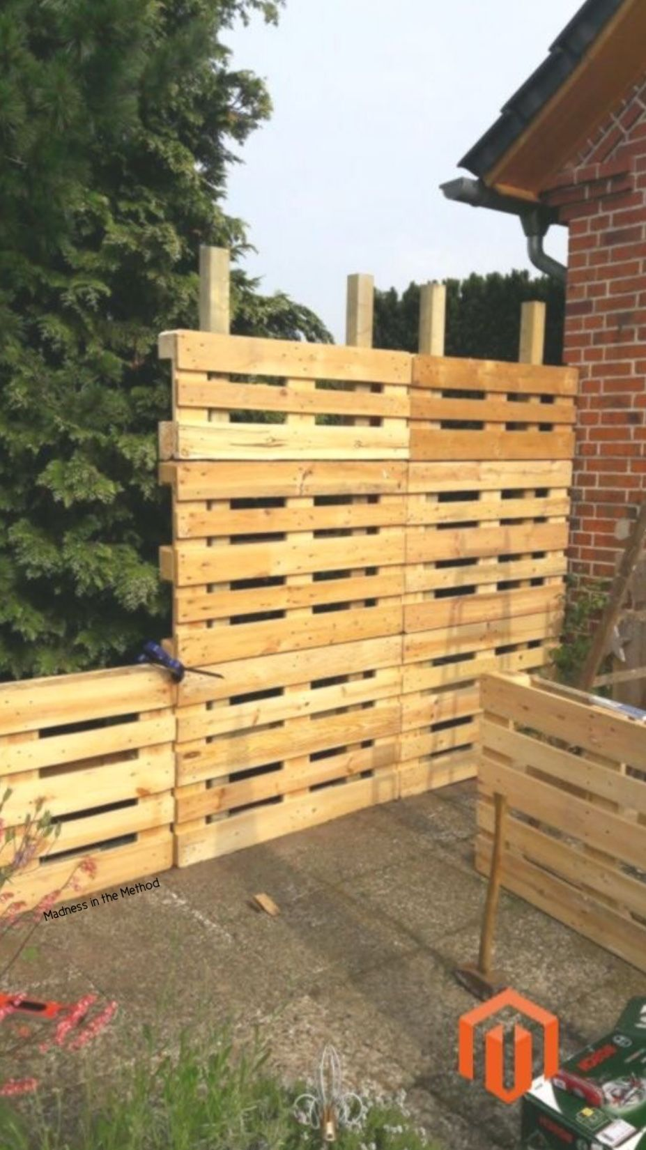 pallet privacy screen pallet fence diy diy garden on inexpensive way to build a wood privacy fence diy guide for 2020 id=42611