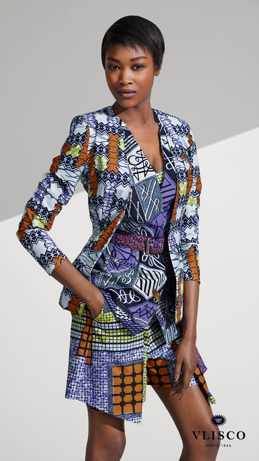 RELAXED YET DRAMATIC | This style is the perfect every day wear as it's relaxed yet dramatic. So whether you're shopping with friends or heading to a pick nick, be inspired to define your powerful Vlisco look. | #vlisco #thetrueoriginal #dutchwax #waxhollandais #waxhollandis #ankara #ankarastyle #africanprint #africanprintfashion #africanfashion #fashion #fashionlook #fashionlooks #shorts #jacket #blazer #belt
