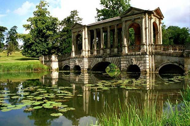 Beautiful Buildings And Lakes At Stowe Perfect Place For Walks Pcinics