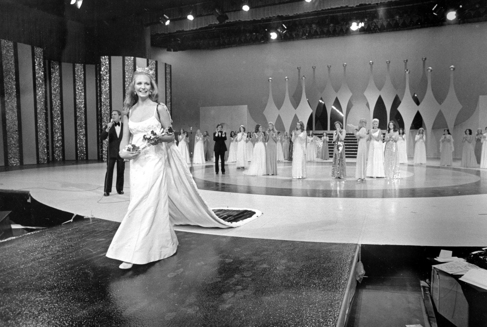 See Photos Of Every Miss America Since 1921 Wedding Dresses Miss America Dress Cleaning