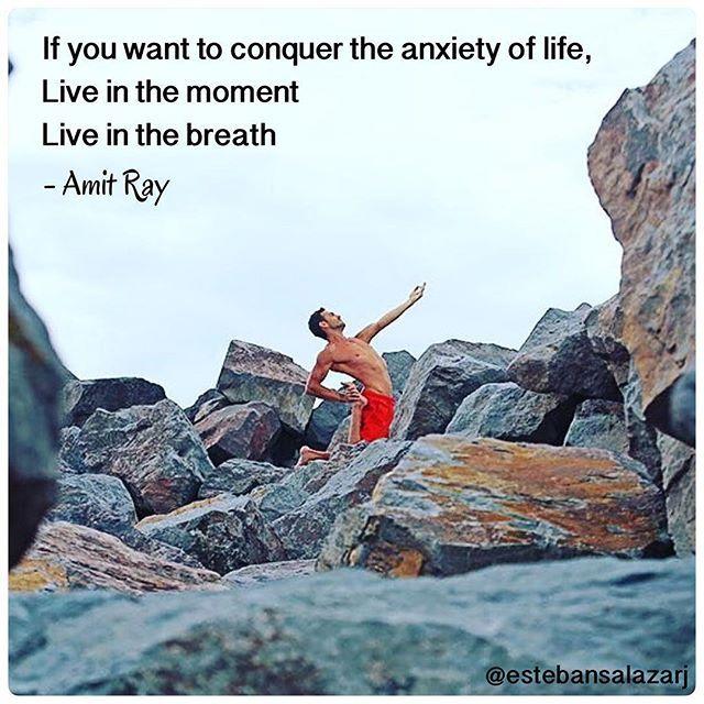 Vive en el momento, vive en cada respiración.  Foto: @estebansalazarj quien muy pronto estará con nosotros en Green Yoga.  #yoga #quote #respiracion #aquiyahora #hereandnow #zen #instazen #beherenow #presentmoment #momentopresente #yogafueradelmat #yogaeverydamnday #yogaentodoslados #inspiration #yogainspiration #practicayoga #GreenYoga #greenyogamexico #estebansalazar #mexicocityyoga #yogadf