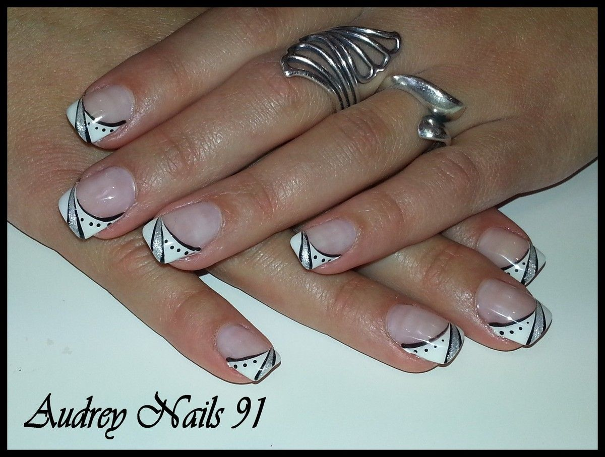 Nail art french blanche et d co noire et argent ongles pinterest nail art french french - Deco french manucure ...