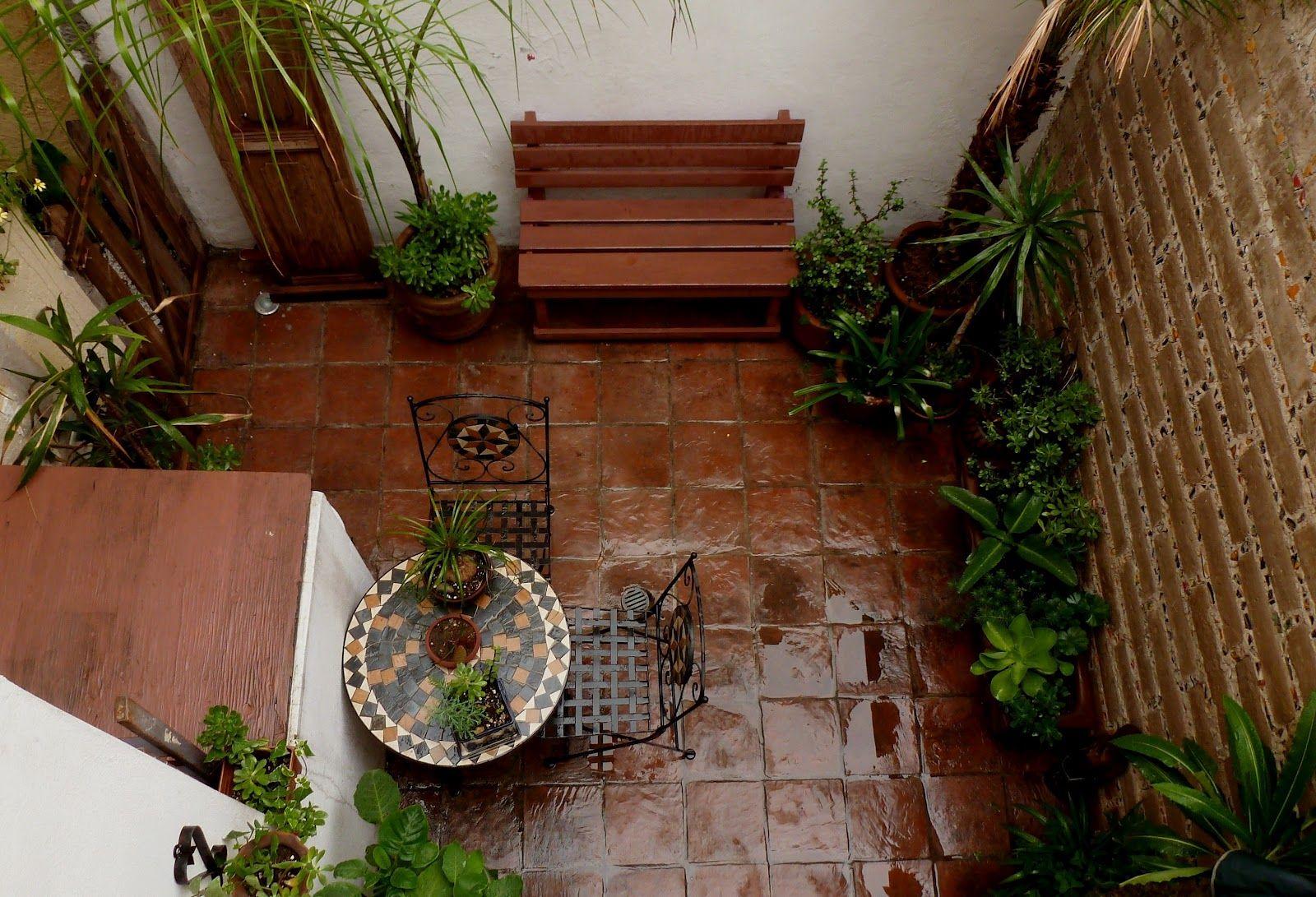 Patio interior peque o rincon de charla patios y for Terrazas para patios pequenos