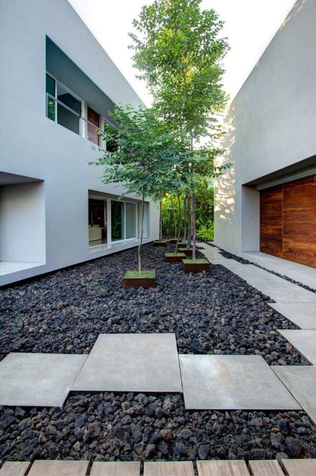 Hinterhof Landschaft Bodenplatten Asymmetrisch Steine Bäume Mitte