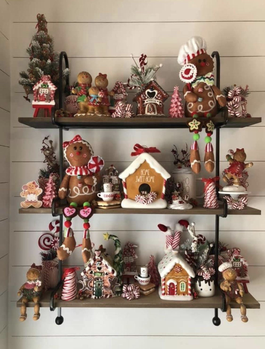 Pin By Marcia Beardsley On Christmas Gingerbread Christmas Decor Christmas Gingerbread Christmas Decorations