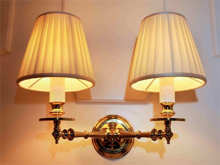 Lampada da parete con braccio flessibile al applique by