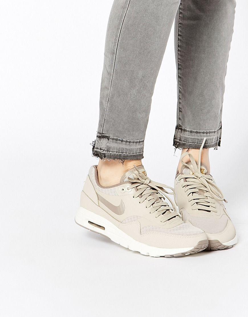 Image 1 Nike Air Max Essentials Baskets Beige Chaussuress