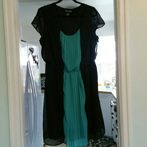 Black and green dress Two layer, light dress. Very pretty on with a belt. Only worn once. Purchased at Macys. paper doll Dresses Midi