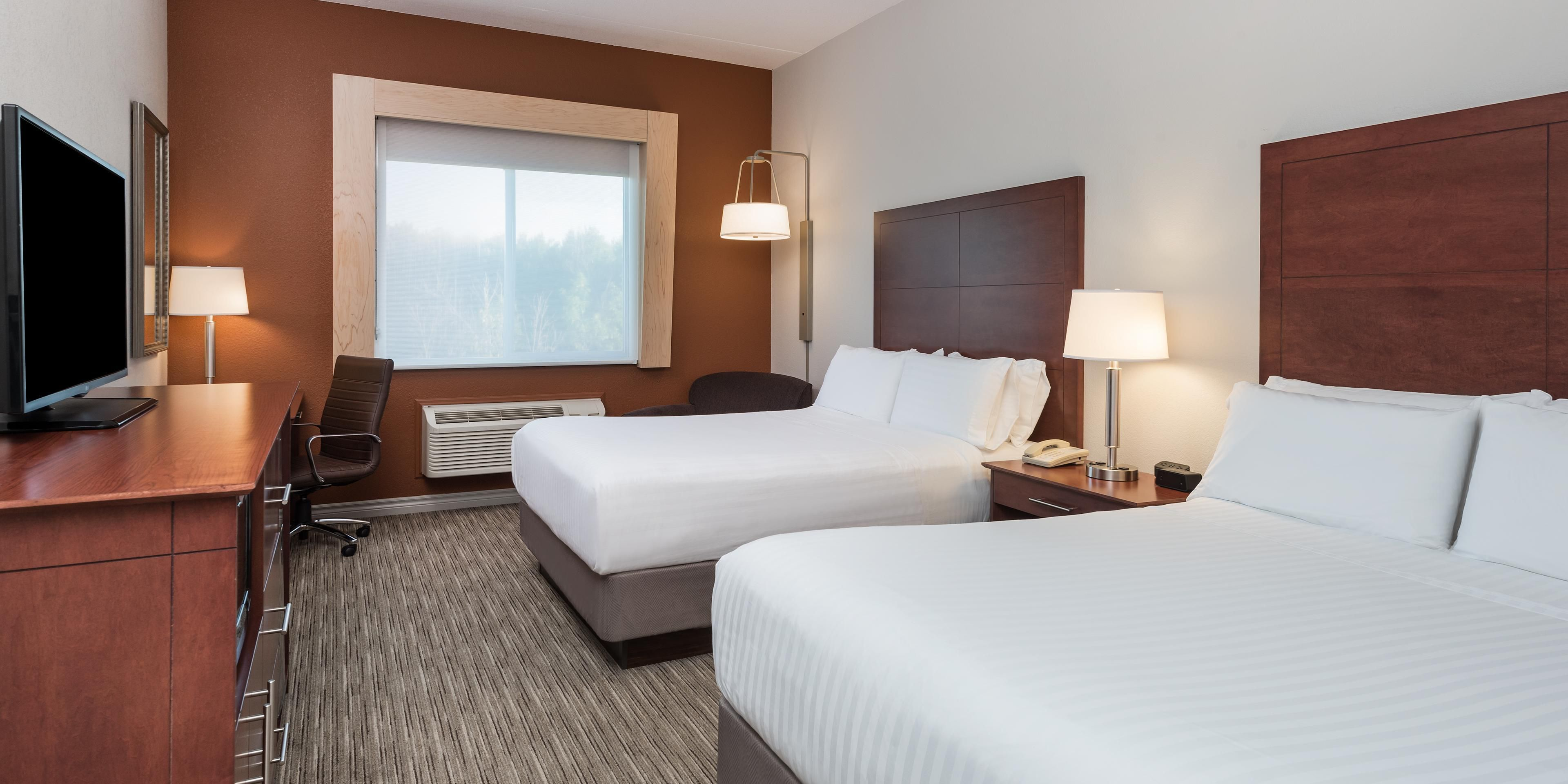 Holiday Inn Express And Suites Gananoque 5596871671 2x1 Home