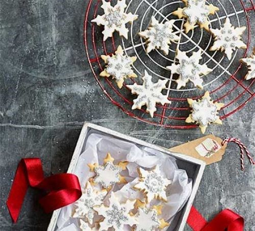 Snowflake biscuits from bbc good food magazine december 2017 by snowflake biscuits from bbc good food magazine december 2017 by lulu grimes christmas sweets treats pinterest food inspiration food and recipes forumfinder Images