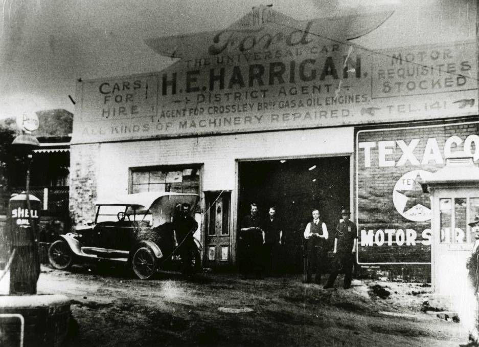 Harrigan Ford S Motor Garage At Crown Lane Wollongong In 1915 Historic Buildings Historical Historical Images