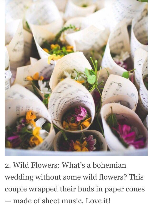 Des fleurs des champs pour la sortie des mariés